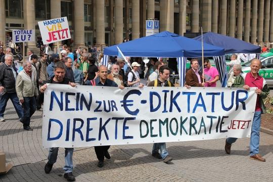 Demo Stuttgart für Direkte Demokratie und gegen den Euro Rettungswahnsinn